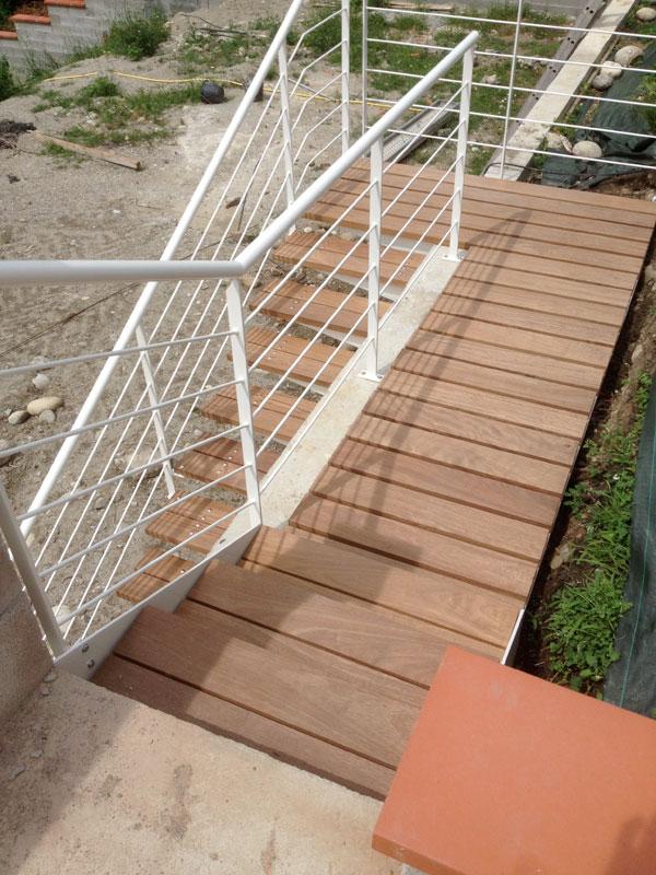 Escalier suspendu