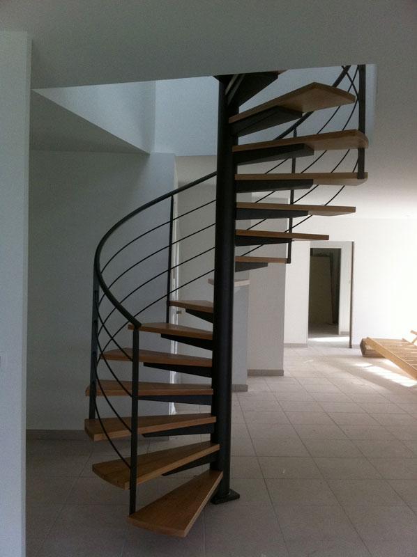 Votre artisan menuisier pour fabrication d'escalier en métal